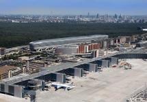 2009-2012: Bau des Flugsteigs A-Plus für bis zu 6 Millionen Passagiere