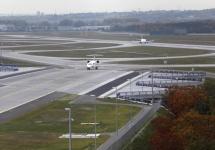 2011: Zum Winterflugplan wird die Nordwest-Landebahn in Betrieb genommen.