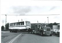 Huckepack auf dem Tieflader: 1994 kamen die ersten Fahrzeuge aus den USA.